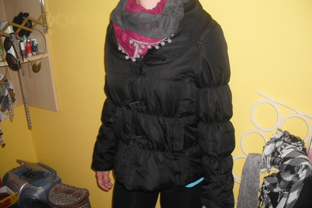 99c866d77fa9 Podzimní či lehká zimní černá bunda s límcem a kožichem z butiku - foto č.