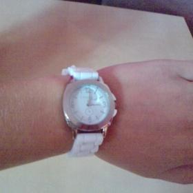 Bílé hodinky - foto č. 1