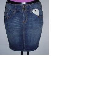 Riflovou sukni delší ke kolenům - foto č. 1