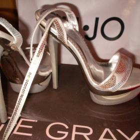 Stříbrné lesklé boty na popatku - foto č. 1