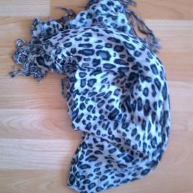 Bílo šedivý tygrovaný šátek, teplejší - foto č. 1