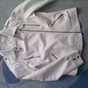 Bílá bunda na šikmý zip s kapsami Clokhouse - foto č. 1