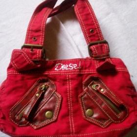 Červená kabelka - foto č. 1