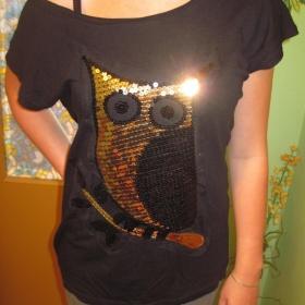Černé volné triko se sovou z flitrů - foto č. 1