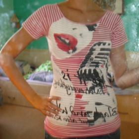 Tričko červené s potiskem vepředu - foto č. 1