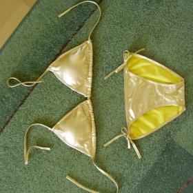 Zlaté bikini /plavky/ - foto č. 1