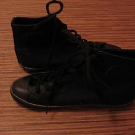 Černé koženkové tenisky U&ME - Humanic - foto č. 1