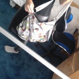 Velká barevná kabelka s květovaným vzorem - foto č. 1