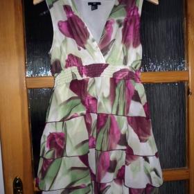 Šaty s potiskem fialových tulipánů zeleno - bílé barvy - foto č. 1