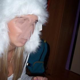 Bílá chlupatá ušanka - foto č. 1