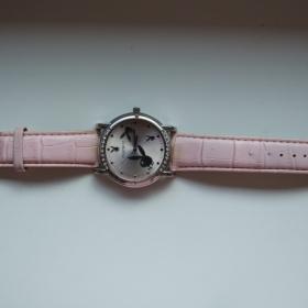 Světle růžové Playboy hodinky - foto č. 1