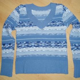 Pruhovaný modrý svetr - foto č. 1