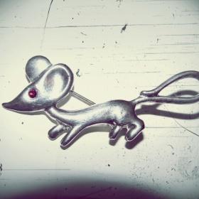 Koupím brož ve tvaru myšky - foto č. 1