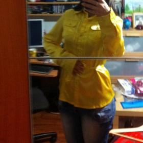 Žlutá košile ze saténu - foto č. 1
