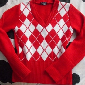 Teploučký červený károvaný svetr - foto č. 1