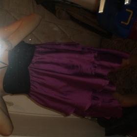 Fialové volánkové šaty na mašli - foto č. 1