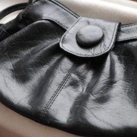 Maličká čierna kabelka - foto č. 1