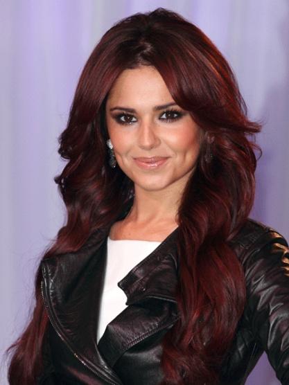 tmavě červená barva na vlasy