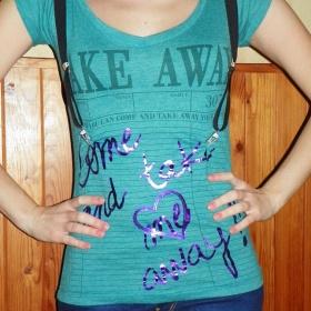 Zelené tričko Bershka - foto č. 1