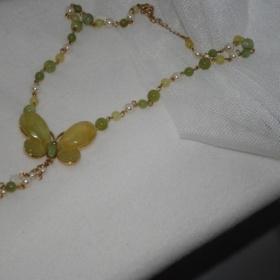 Zelený náhrdelník s tvarom motýľa - foto č. 1