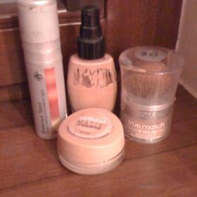 Sada 4 make - upů v různých formách od výrobců Loreal, Maybelline, Alcina a Avon. - foto č. 1