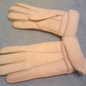 Kožené rukavice bílé barvy zateplené s kožíškem - foto č. 1
