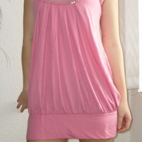 Šaty - delší tunika růžové barvy s flitry - foto č. 1
