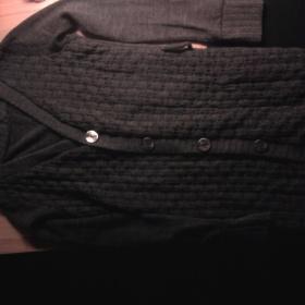 Šedý propínací dlouhý svetr - foto č. 1