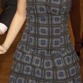 Řasené tmavě modré šaty s páskem - foto č. 1
