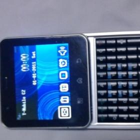 Výsuvný Mobile E82 červený - foto č. 1