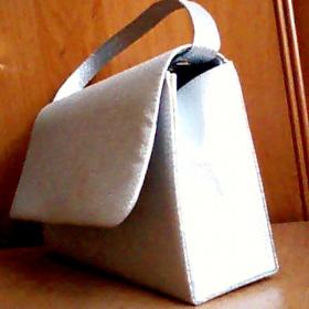 Stříbrná Plesová kabelka - foto č. 1