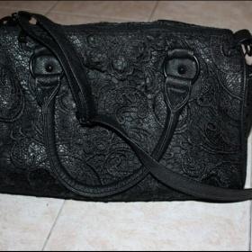 Tuto černou krajkovou kabelku z Orsay - foto č. 1