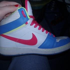 Barevné tenisky Nike kotníčkové - foto č. 1