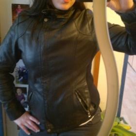 Černá koženková bundička na zip s pletenými lemy - foto č. 1