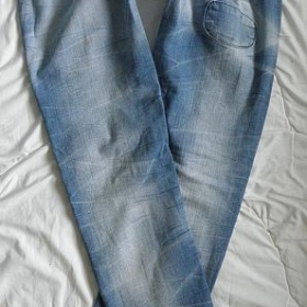 Džíny modré záplatované Bershka - foto č. 1