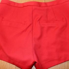 Červené šortky Zara - foto č. 1