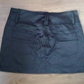 Černá saténová sukně s kamínkami - foto č. 1