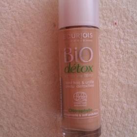 Bourjois Bio Détox makeup - foto č. 1
