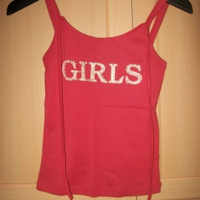 Červené tričko bez rukávu - foto č. 1