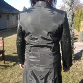 Černý jarní nepromokavý kabátek - foto č. 1