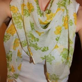 Květovaný zeleno - žlutý jarní šátek - foto č. 1