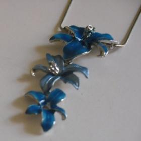 Náhrdelník s náušnicemi modré květy - foto č. 1