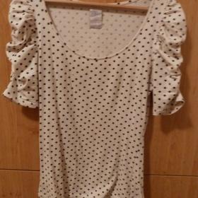 Puntíkované meruňkovo - černé tričko ze Zary s nařasenými rukávy - foto č. 1
