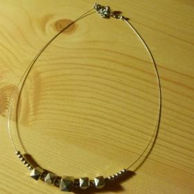 Stříbrný náhrdelník s kostičkama Kenvelo - foto č. 1