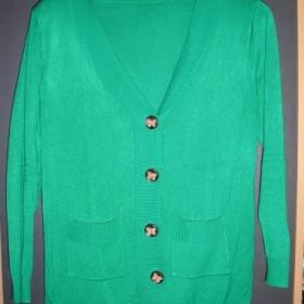 Zelený svetr s knoflíčky a motýlky - foto č. 1