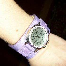 Fialové širší hodinky - foto č. 1