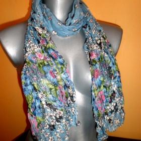 Šátek modrý s květinami - foto č. 1