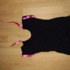 Černé tričko se saténovou stuhou a flitrovou aplikací - foto č. 1