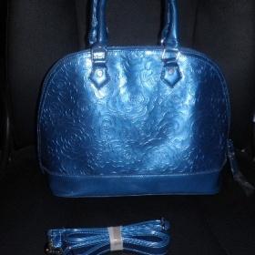 Modrá lakovaná kabelka + odepinatelný popruh - foto č. 1
