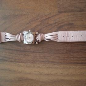Růžové hodinky Morgan - foto č. 1